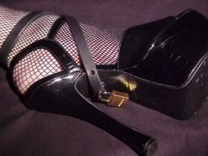 Shoelocksunder01